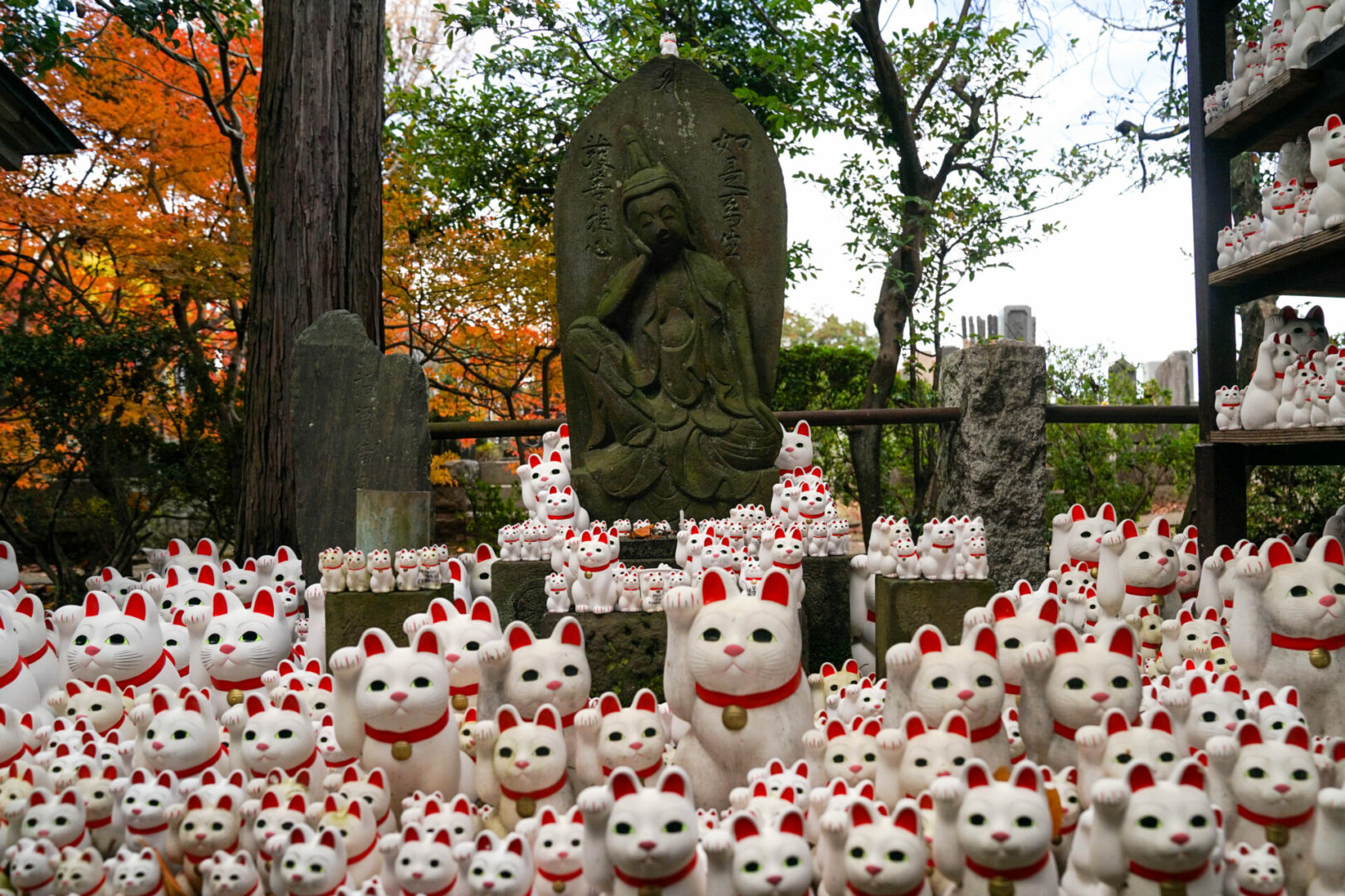 famous cat statues around the world